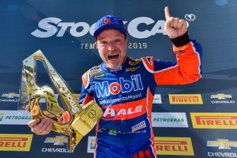 Rubens Barrichello comemora vitória em Goiânia