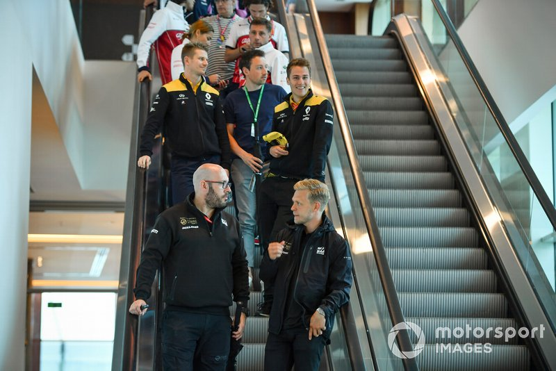 Kevin Magnussen, Haas F1, Nico Hulkenberg, Renault F1 Team and Antonio Giovinazzi, Alfa Romeo Racing on an escalator