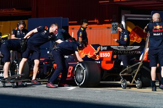 Pierre Gasly, Red Bull Racing RB15, pit stops