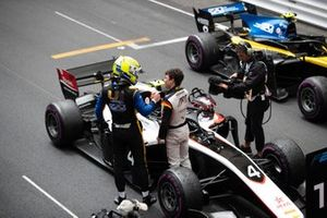Nyck De Vries, ART Grand Prix Luca Ghiotto, UNI Virtuosi Racing