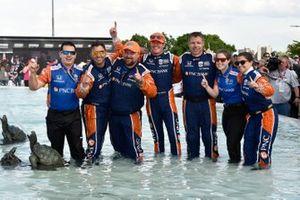 Scott Dixon, Chip Ganassi Racing Honda and team celebrate the win in the Scott Fountain