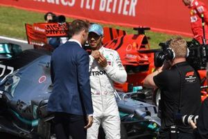 Lewis Hamilton, Mercedes AMG F1, est interviewé par Jenson Button, Sky Sports F1
