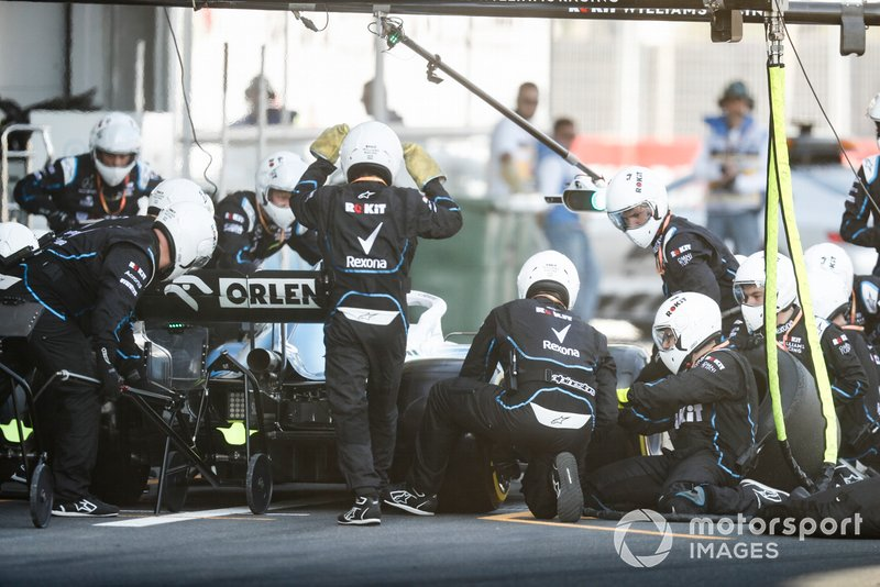 Robert Kubica, Williams FW42 pit stop