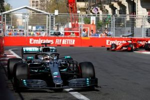 Lewis Hamilton, Mercedes AMG F1 W10 en Sebastian Vettel, Ferrari SF90