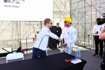Valtteri Bottas, Mercedes AMG F1 and Lewis Hamilton, Mercedes AMG F1 at the driver autograph session