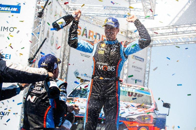 Podio: ganador Dani Sordo, Hyundai Motorsport