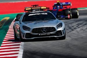 The Safety Car leads Alexander Albon, Toro Rosso STR14