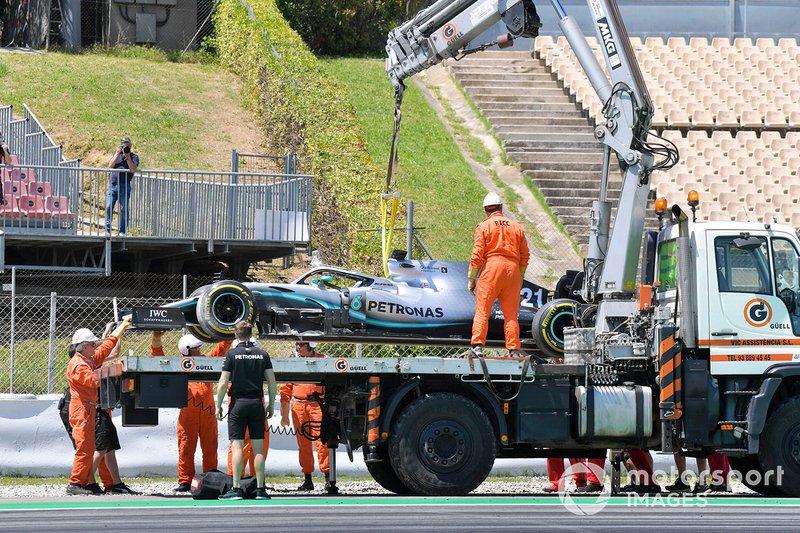 El coche de Nikita Mazepin, Mercedes AMG F1 remolcado