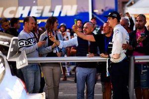 Teemu Suninen, M-Sport Ford WRT con dei tifosi
