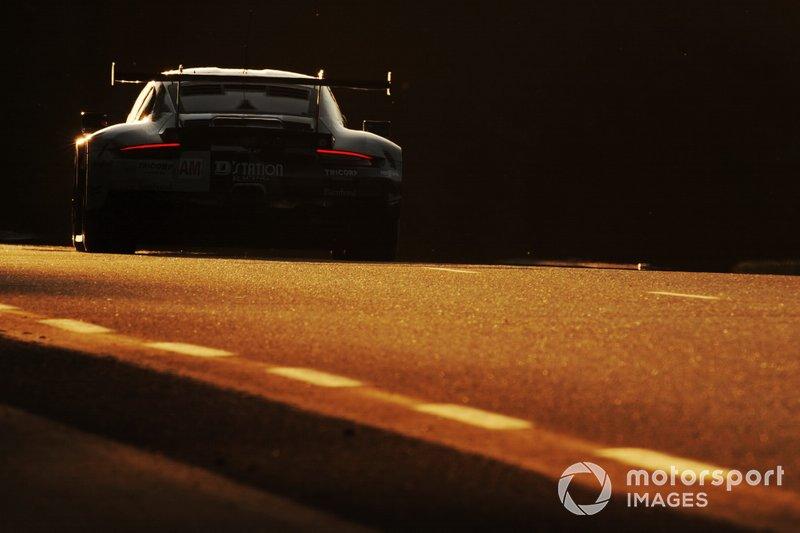 #88 Proton Competition Porsche 911 RSR: Satoshi Hoshino, Giorgio Roda, Matteo Cairoli