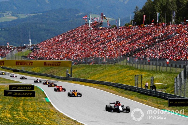 Kimi Raikkonen, Alfa Romeo Racing C38, precede Lando Norris, McLaren MCL34, e Sebastian Vettel, Ferrari SF90
