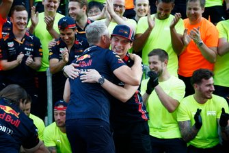 Max Verstappen, Red Bull Racing celebrates with the team