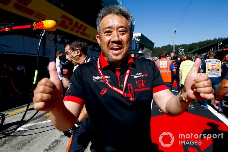 Masashi Yamamoto, Director General de Honda Motorsport celebra una victoria de Honda