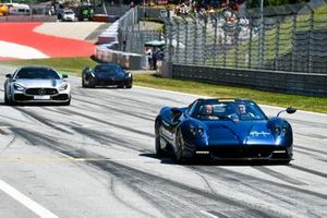 The F1 Legends Supercar parade featuring former F1 drivers including Jos Verstappen
