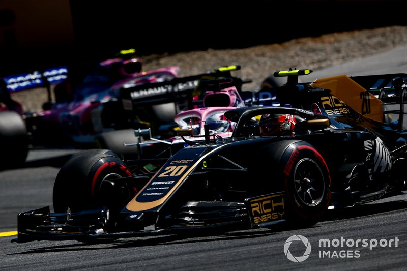 Kevin Magnussen, Haas F1 Team VF-19, devant Sergio Perez, Racing Point RP19, Nico Hulkenberg, Renault F1 Team R.S. 19, et Lance Stroll, Racing Point RP19