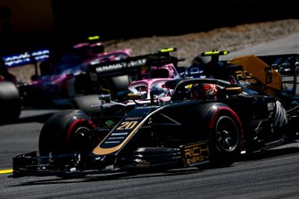 Kevin Magnussen, Haas F1 Team VF-19, leads Sergio Perez, Racing Point RP19, Nico Hulkenberg, Renault F1 Team R.S. 19, and Lance Stroll, Racing Point RP19