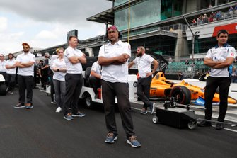Fernando Alonso, McLaren Racing Chevrolet crew look on as Kyle Kaiser bumps Fernando Alonso, McLaren Racing Chevrolet