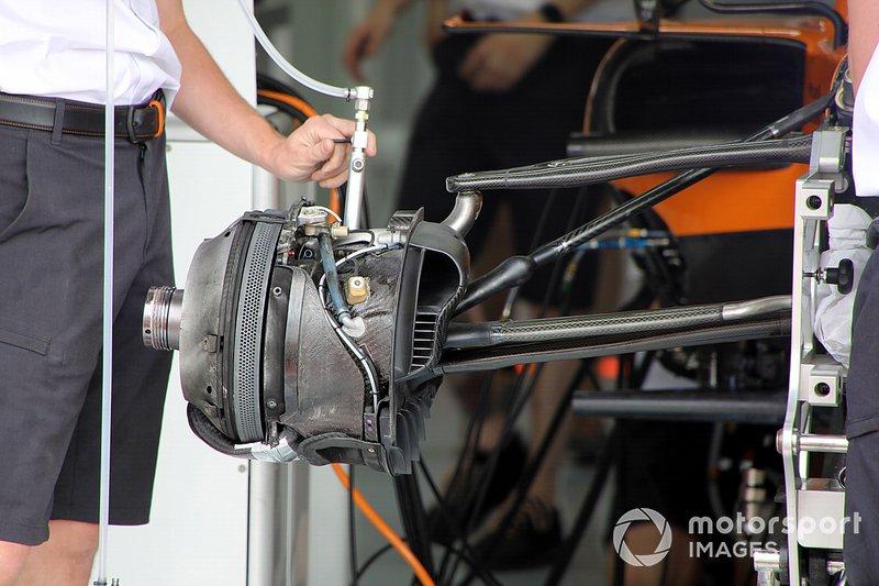 Un frein avant de la McLaren MCL34
