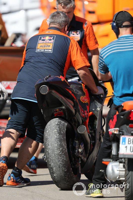 Pol Espargaro, Red Bull KTM Factory caída