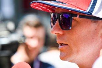 Kimi Raikkonen, Alfa Romeo Racing con los medios