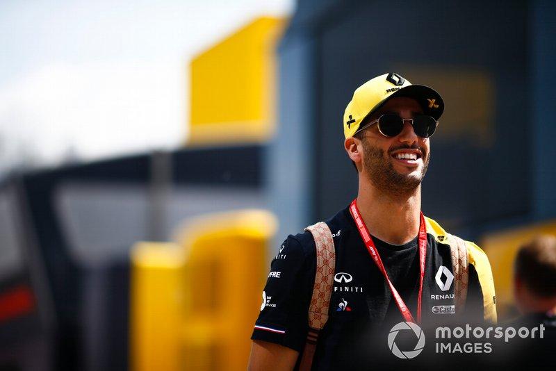 Daniel Ricciardo, Renault en el paddock