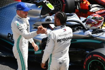 Valtteri Bottas, Mercedes AMG F1, congratulates Lewis Hamilton, Mercedes AMG F1, on securing pole