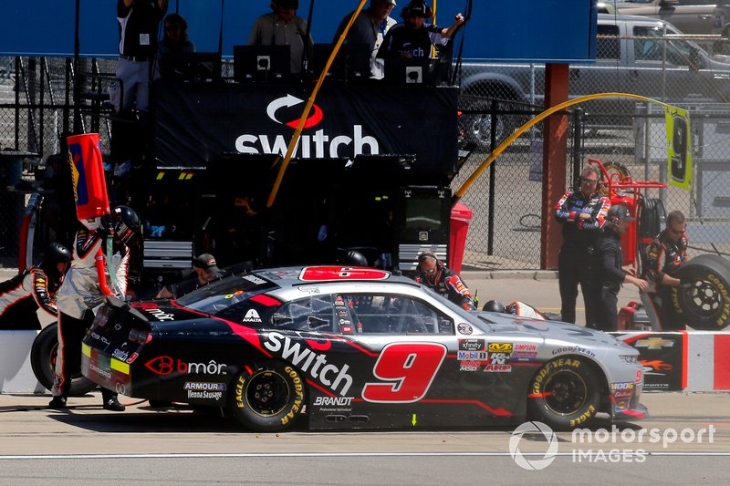 Noah Gragson, JR Motorsports, Chevrolet Camaro Switch pit stop