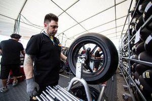 Pirelli tyre fitter