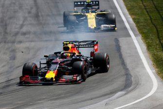 Pierre Gasly, Red Bull Racing RB15, leads Nico Hulkenberg, Renault R.S. 19