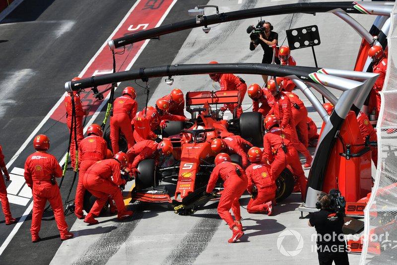 Sebastian Vettel, Ferrari SF90, fa un pit stop