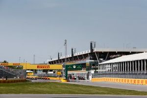 Sebastian Vettel, Ferrari SF90 and Lewis Hamilton, Mercedes AMG F1 W10 at the start of the race