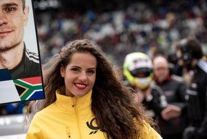 La grid girl di Jonathan Aberdein, Audi Sport Team WRT