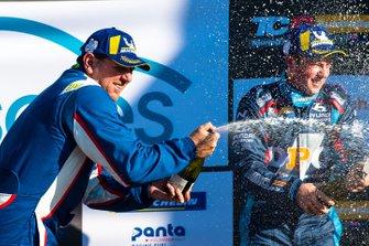 Podium: race winner Jason Bright, Matt Stone Racing celebrates with champagne