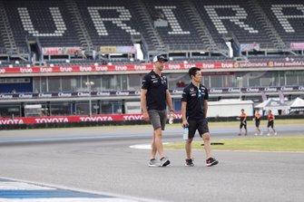 ジェンソン・バトンと山本尚貴(#1 RAYBRIG NSX-GT)