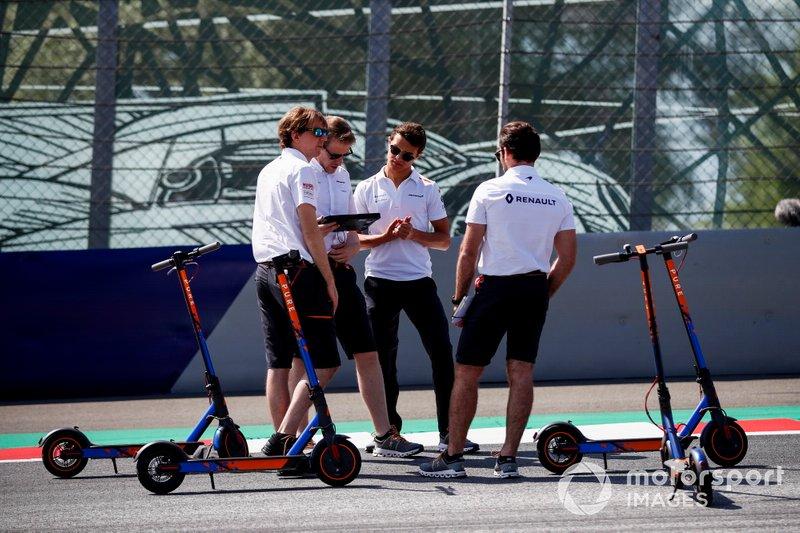 Lando Norris, McLaren walks the track McLaren team members