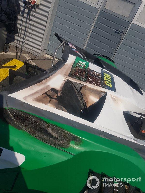 Die verkohlten Luftauslässe auf der Motorhaube von Spenglers BMW. Doch das war nicht der einzige Zwischenfall des Tages. Auch ...