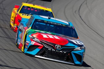 Kyle Busch, Joe Gibbs Racing, Toyota Camry M&M's Hazelnut and Joey Logano, Team Penske, Ford Mustang Shell Pennzoil