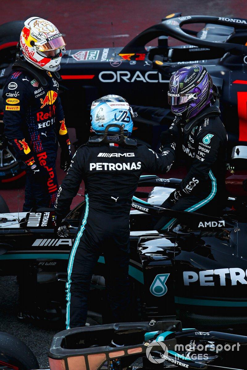 Valtteri Bottas, Mercedes e Max Verstappen, Red Bull Racing congratulate Pole Sitter Lewis Hamilton, Mercedes al Parc Ferme