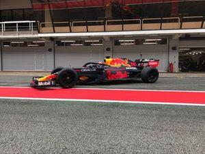 Alex Albon test Pirelli 18 pollici