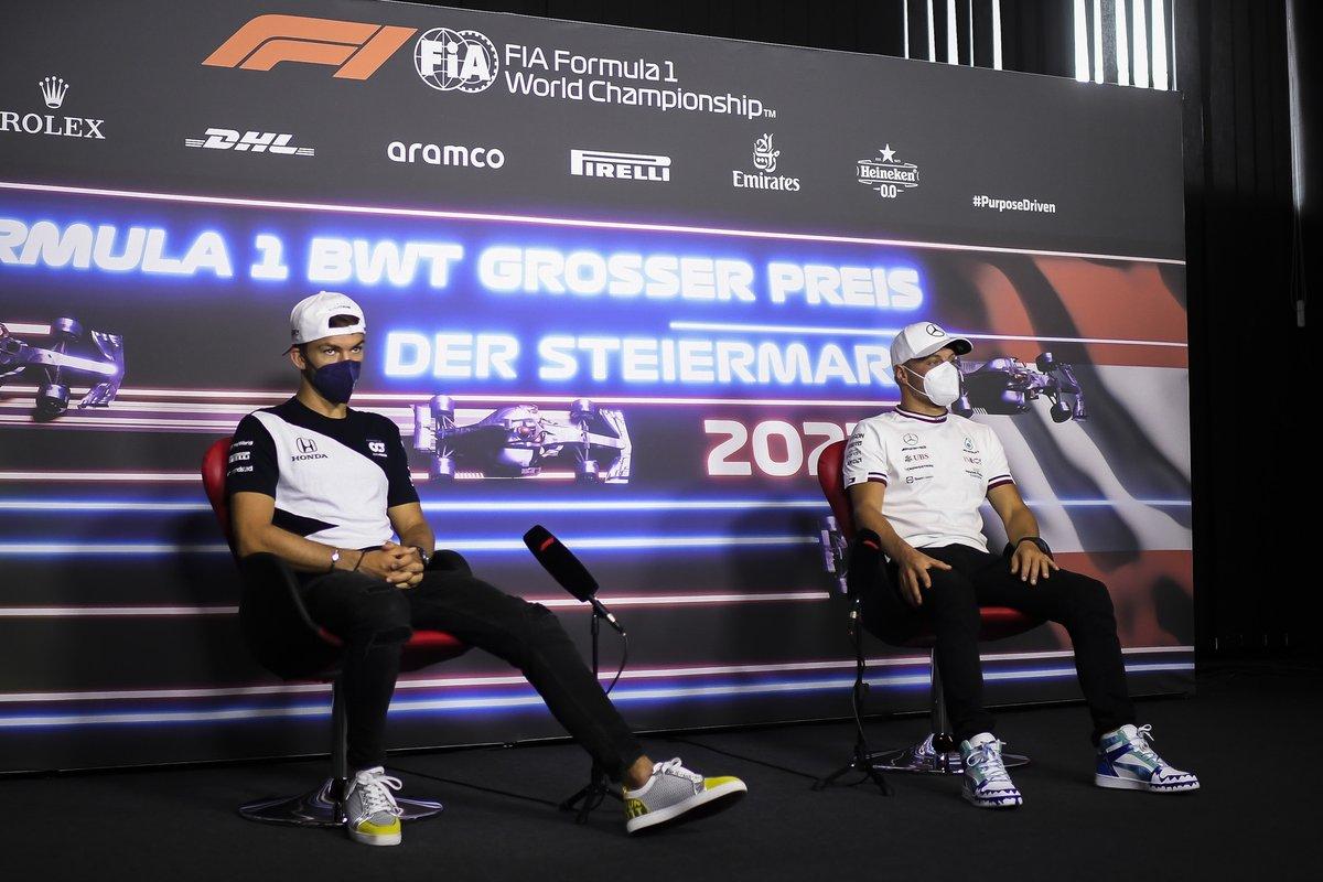 Pierre Gasly, AlphaTauri, Valtteri Bottas, Mercedes en la conferencia de prensa