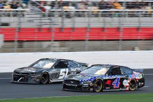 Kevin Harvick, Stewart-Haas Racing, Ford Mustang Mobil 1 , Garrett Smithley, Petty Ware Racing, Chevrolet Camaro Air Force Military Salutes