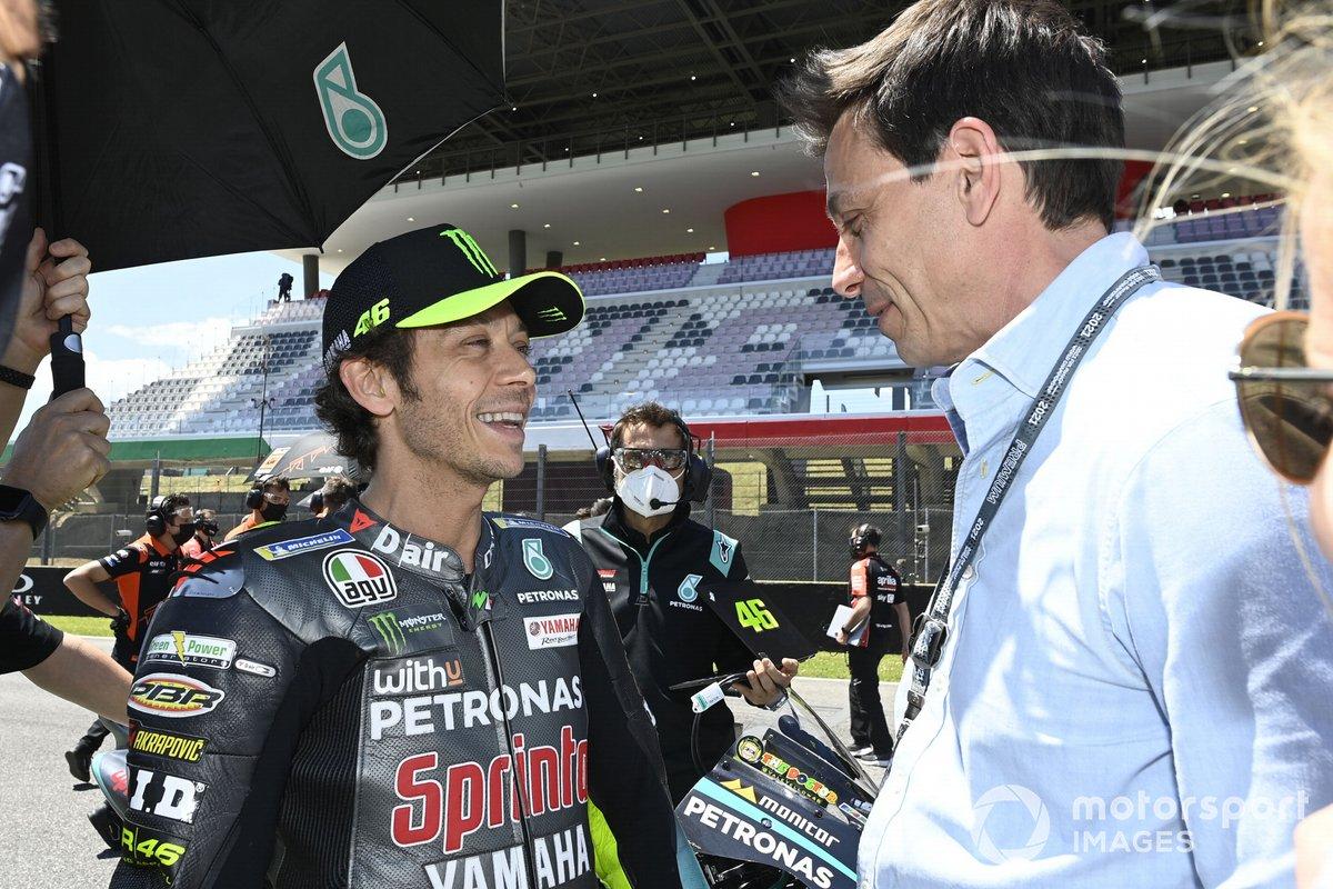 Valentino Rossi, Petronas Yamaha SRT, Toto Wolff, director del equipo y consejero delegado de Mercedes AMG