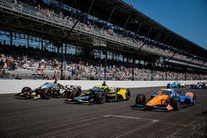 Scott Dixon, Chip Ganassi Racing Honda, Colton Herta, Andretti Autosport Honda, Rinus VeeKay, Ed Carpenter Racing Chevrolet on the grid