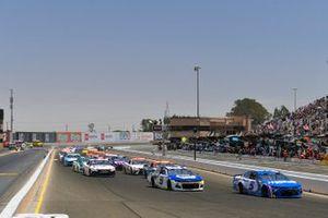 Kyle Larson, Hendrick Motorsports, Chevrolet Camaro HendrickCars.com and Chase Elliott, Hendrick Motorsports, Chevrolet Camaro NAPA Auto Parts