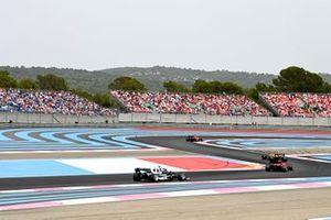 Daniel Ricciardo, McLaren MCL35M, Carlos Sainz Jr., Ferrari SF21, and Pierre Gasly, AlphaTauri AT02