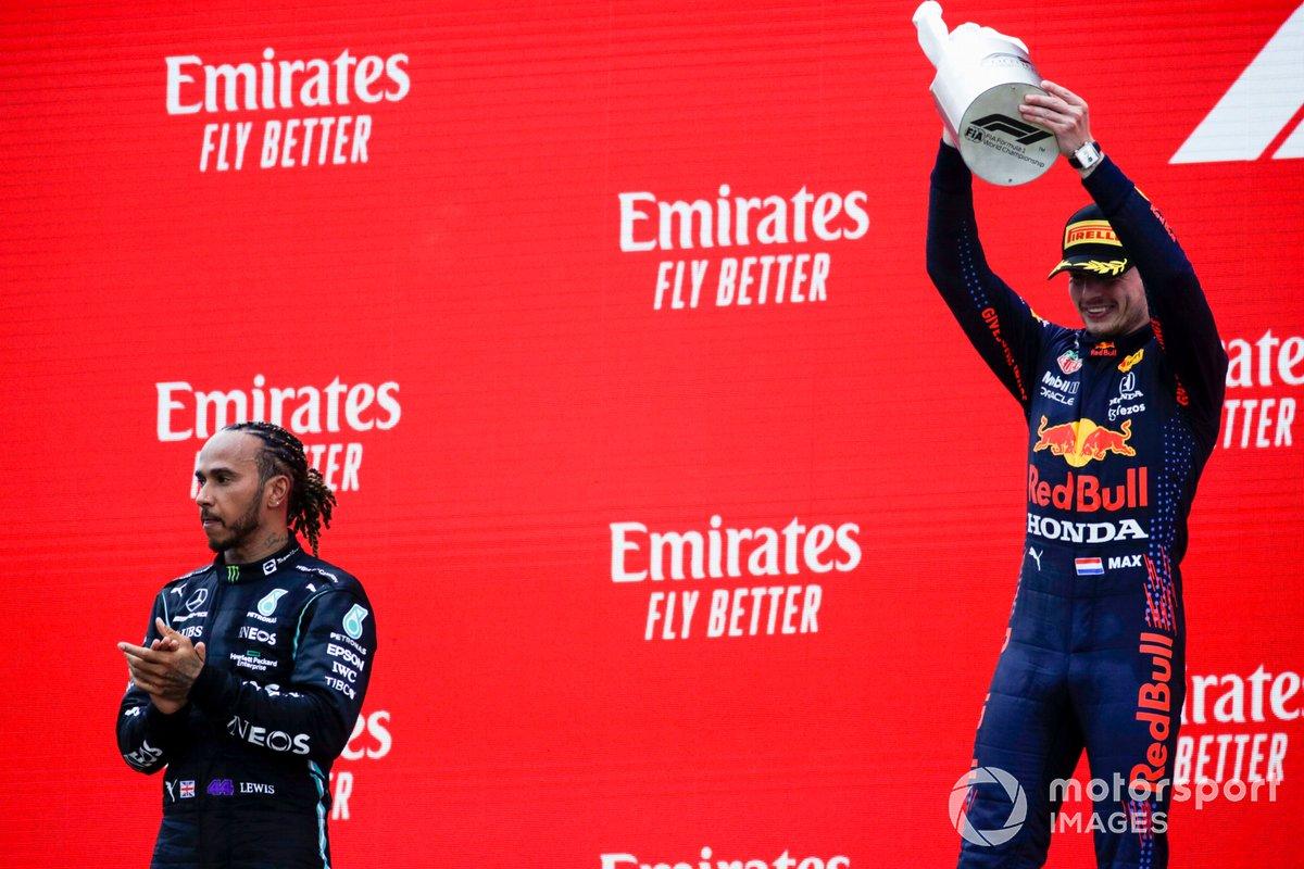 Podio: segundo lugar Lewis Hamilton, Mercedes, ganador Max Verstappen, Red Bull Racing