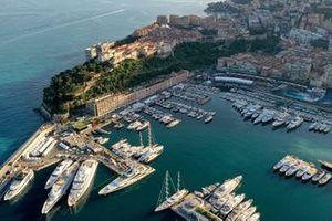 Una veduta aerea del porto