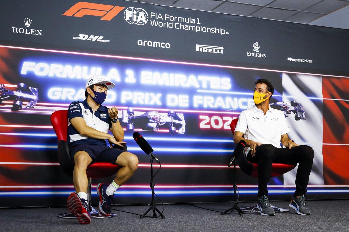 Yuki Tsunoda, AlphaTauri, Daniel Ricciardo, McLaren en la conferencia de prensa