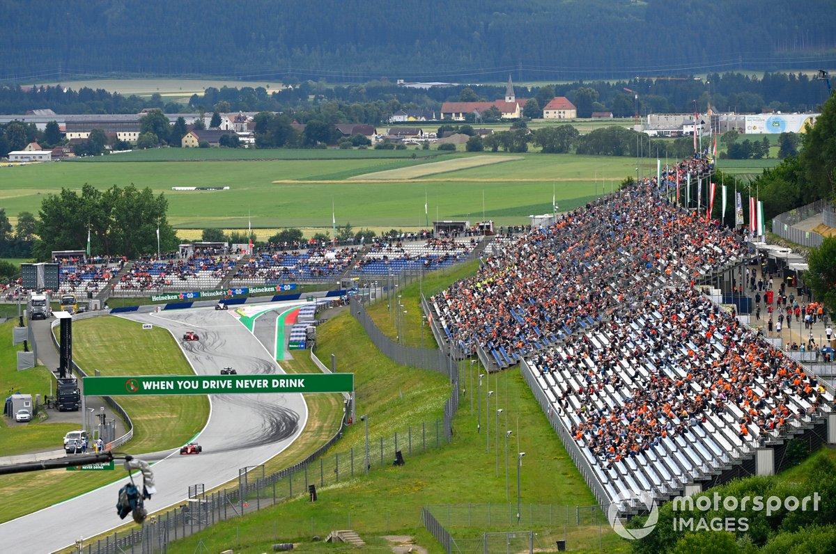 Charles Leclerc, Ferrari SF21, Lewis Hamilton, Mercedes W12, Carlos Sainz Jr., Ferrari SF21