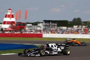 Pierre Gasly, AlphaTauri AT02, Daniel Ricciardo, McLaren MCL35M